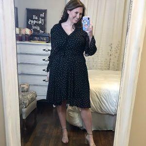 TAHARI BLACK AND WHITE WRAP DRESS AZ 14